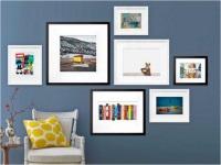 Как размещать фотографии на стенах дома?