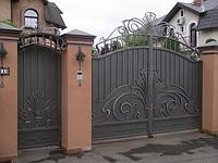 Распашные ворота - отличное украшение для любого двора