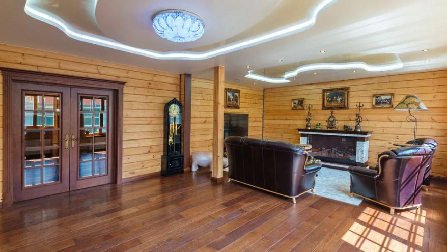 Натяжные потолки в деревянном доме: реально?