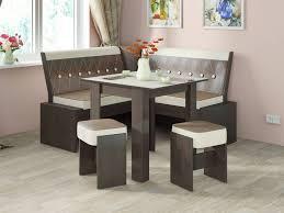 Из каких материалов создается большинство современных стульев для кухни?