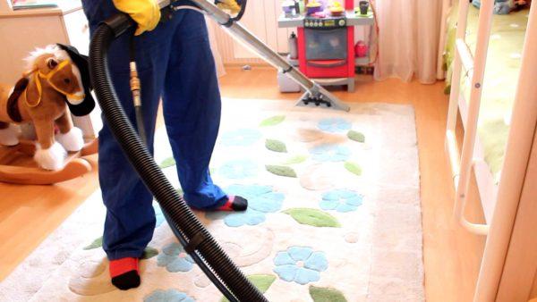 Химическая чистка ковров: преимущества работы профессионалов