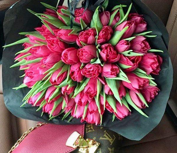 Символ весны – букет из тюльпанов