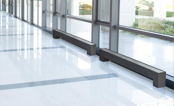 Классификация и преимущества низких радиаторов для панорамных окон